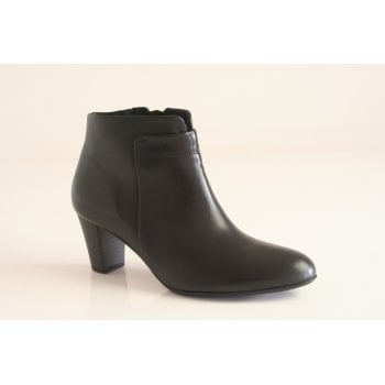 Gabor black leather ankle boot.  (NTB55)