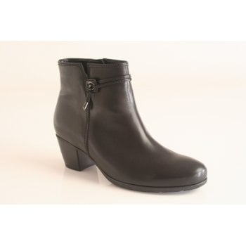 Gabor black leather ankle boot.  (NTB62)