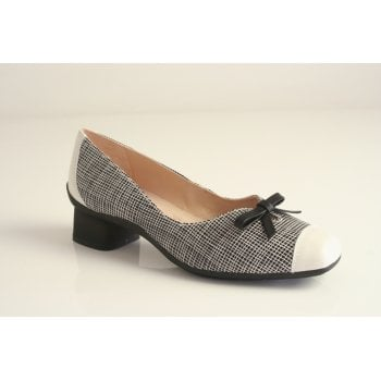 Hispanitas black and cream leather shoe   (NT80)