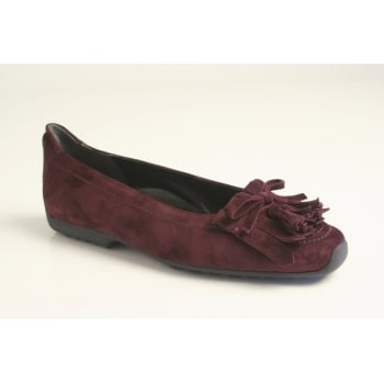 Kennel & Schmenger pump with a tassel and fringe trim in soft burgundy suede leather