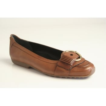 Kennel & Schmenger tan pump with buckle trim and lightweight, flexible sole in soft tan leather (NT2)