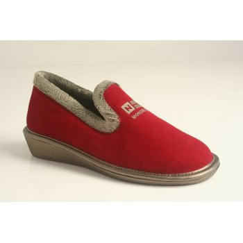Nordika's Nordika style 305-0/8 Plus in soft red suede leather