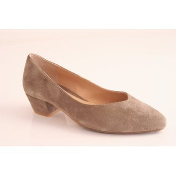 Perlato taupe coloured block heel shoe. (NT34)
